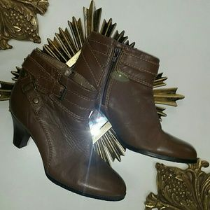 A.N.A. Brown leather ankle booties size 6.5